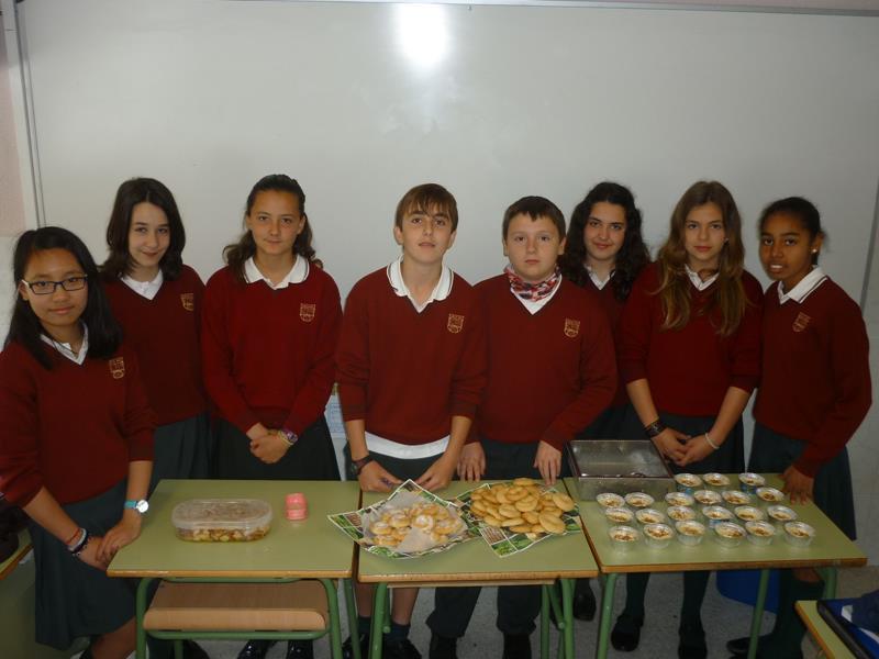 Varios alumnos de 1º B deleitaron al resto de la clase con natillas asturianas, rosquillas madrileñas y pulpo a la gallega