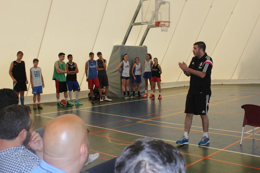 Paco Redondo impartiendo su taller a los asistentes