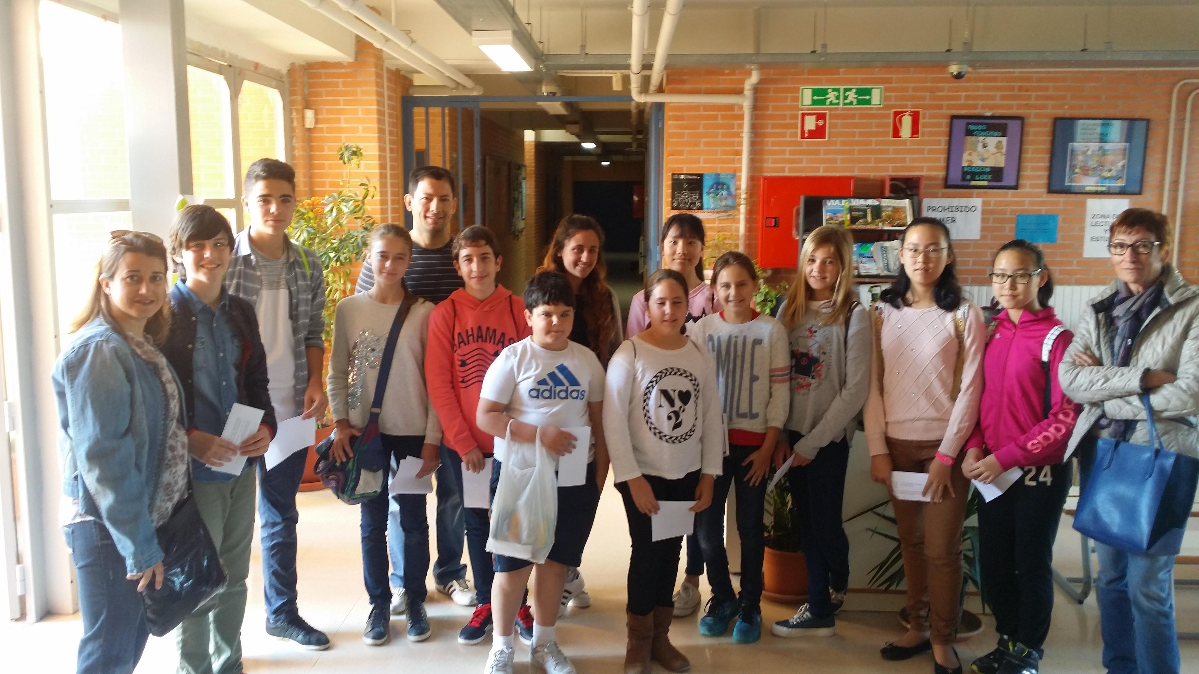 Los alumnos partcipantes junto con sus profesores
